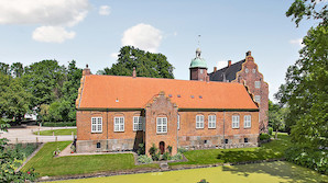 Dansk kongeslot sat til salg
