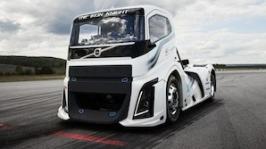 Volvo-lastbil sender Porsche til t�lling