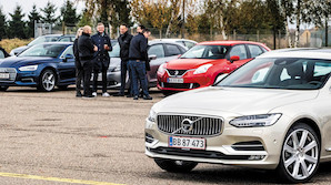 E-Klasse eller Tesla? Tag med på jagt efter årets bil i Danmark