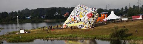 Plasticposer bliver til kæmpe ballon-kunst