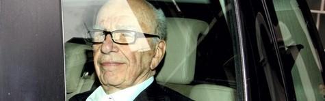 Politikere i UK og USA presser Murdoch