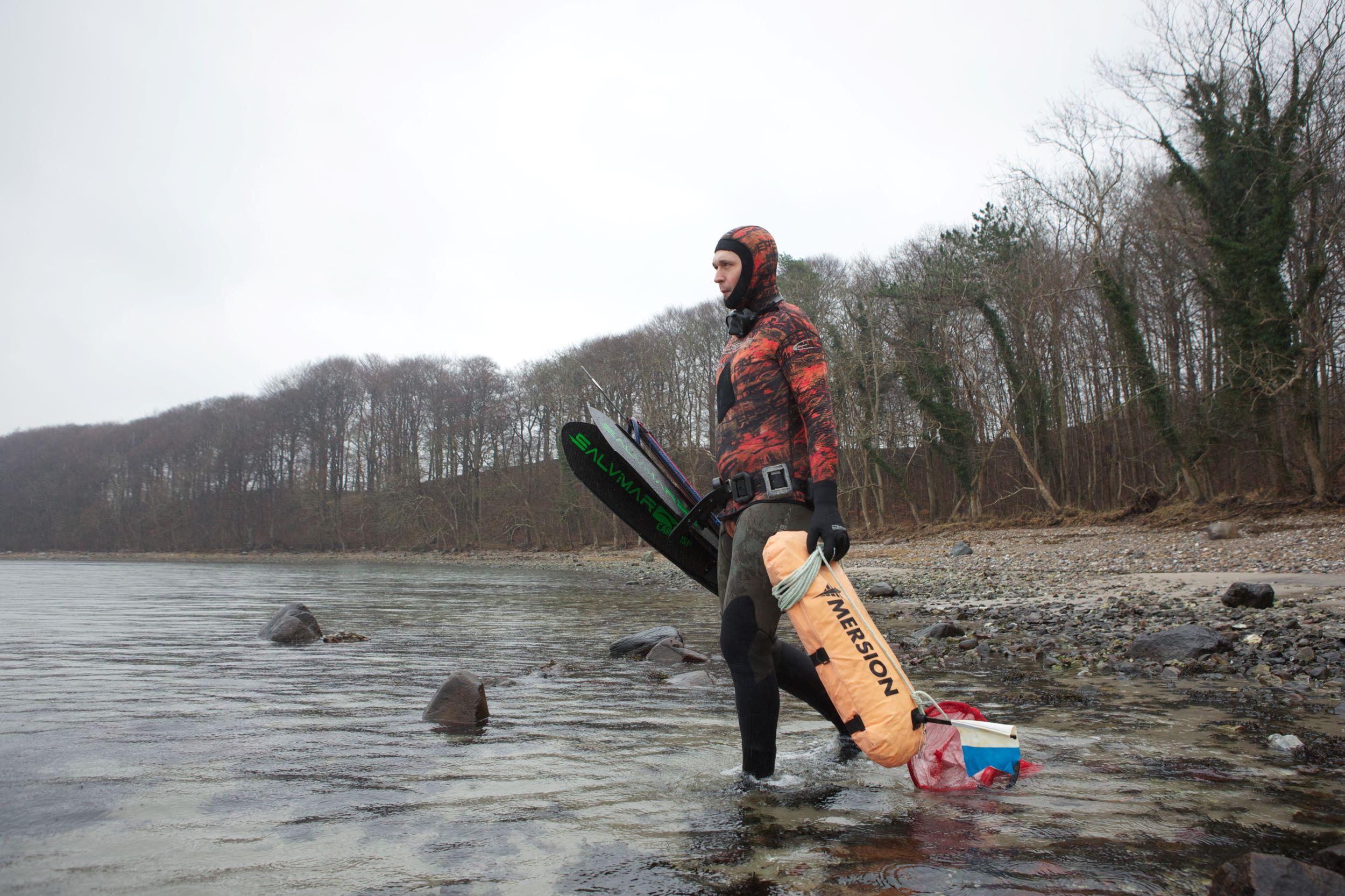 Undervandsjæger på vej i vandet