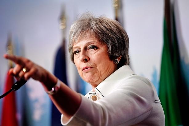 May udfordrer oprørere i kamp om brexit