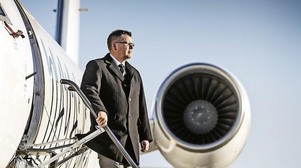 Tøjmilliardærs flyfirma er ingen pengemaskine