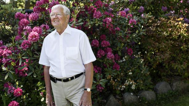 71-årig forgyldt finansminister trækker stadig i arbejdstøjet