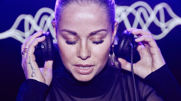 Hun bliver kaldt Danmarks frækkeste DJ...