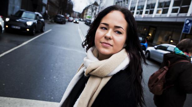 19-årig droppede gymnasiet: Nu lever hun af at skrive bøger