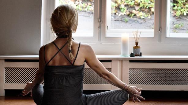 Selvforkælelse i yogadragt