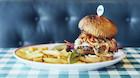 Tag en pause fra feriestressen: Her er lufthavnens bedste burger