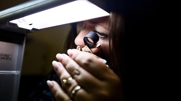 Guldbarrer og Rolex-ure: Pantsæt dine værdier og få råd til at rejse