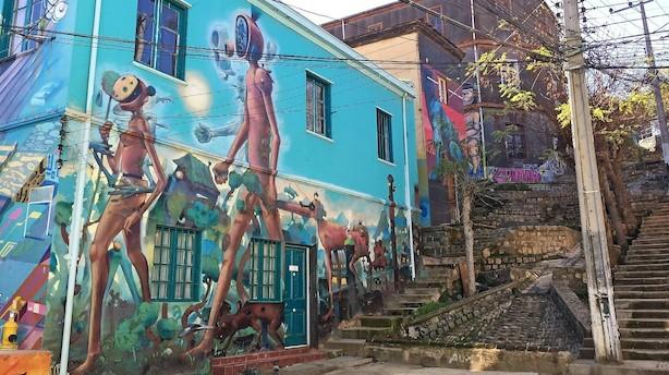 Gadekunsten har slugt byen ved Stillehavet