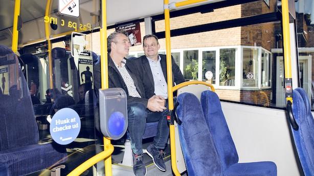 Floppede med butiksskærme: Tjener nu millioner på busser