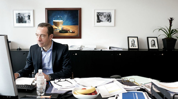 Pandora-chef rammer bund i tillidskrise