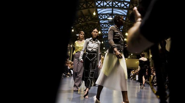 Modeugen viser klassikere som tern, vide bukser - og nuancen brun er stærkt tilbage