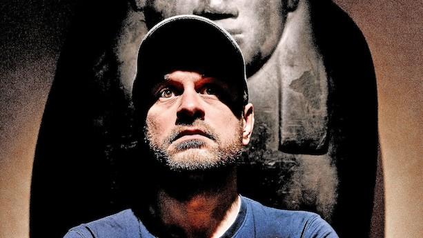 Christian Fuhlendorff vender blikket udad og gransker historien i nyt show