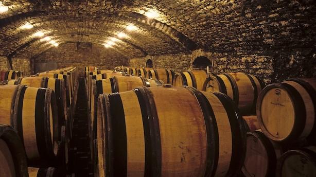Falsk vin strømmer ind i vinkældrene