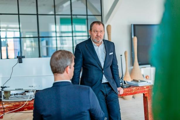 Dansk konsulentkomet giver ekstra månedsløn til medarbejdere - aktionærerne bliver belønnet med et øget overskud