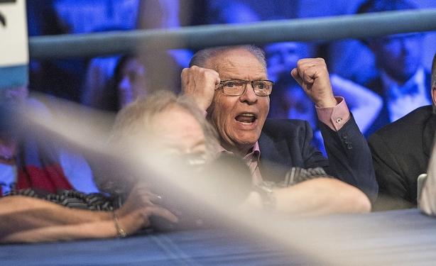 """84-årige Mogens Palle smider stadig millioner efter boksning: """"En hobby skal koste penge, men det er jo også gået godt over årene"""""""
