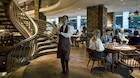 Bobler på Europas længste champagnebar i London