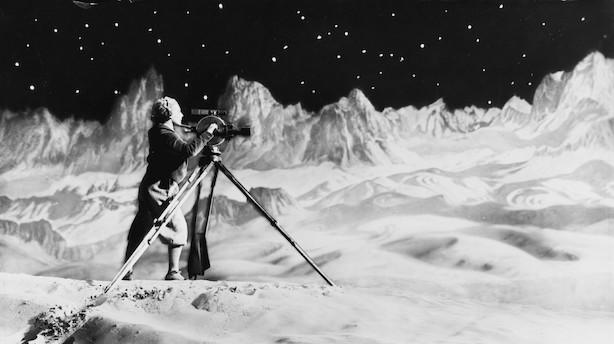Seks stjerner: Strålende måneudstilling sender sine gæster på rejse fra den lille verden til det ydre himmelrum