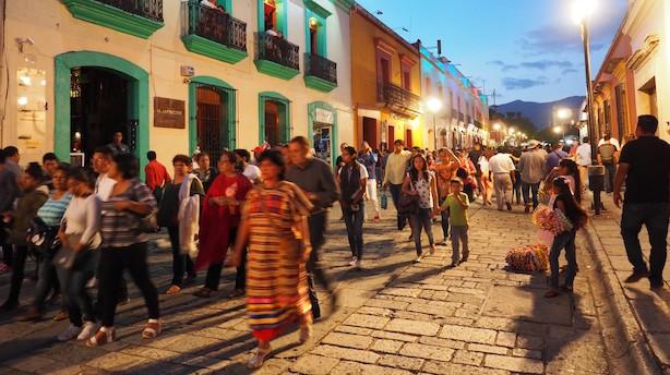 I mexicanske Oaxaca kan du lade guidebogen ligge derhjemme og gå på opdagelse i farvestrålende gader
