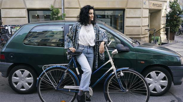 Skuespiller Özlem Saglanmak ville helst have en bilfri by, men har købt sig en Renault - sådan bruger hun sin weekend