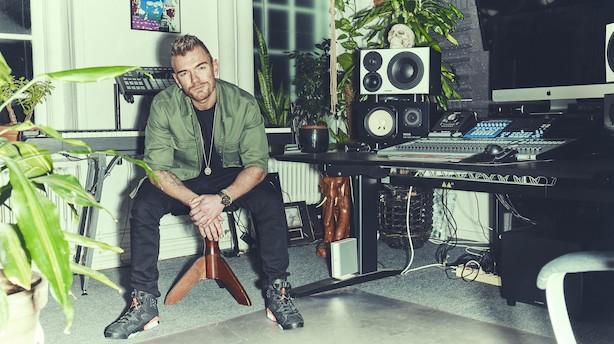 I weekenden danser Lars Ankerstjerne med sin baby og skriver sange, man kan danse til