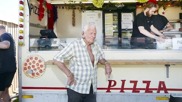 Sjældne håndværk: Krisen tog livet af de omrejsende tivolier - men 74-årige Leif Dahlgård tager stadig på marked