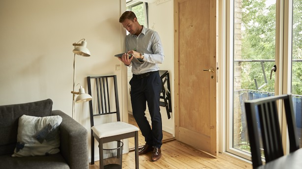 Trods gunstige låneforhold ser boligøkonom flere risici ved forældrekøb