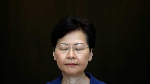 Hong Kong-flyselskab i centrum for opgør mellem Beijing og Hong Kong: Uoprettelig skade og dårlig krisestyring