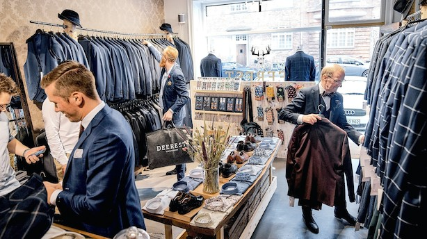 """Nærmer sig tocifret millionsalg fra anonym sidegade: """"Folk er kommet fra Fyn og Jylland for at besøge vores lille butik"""""""