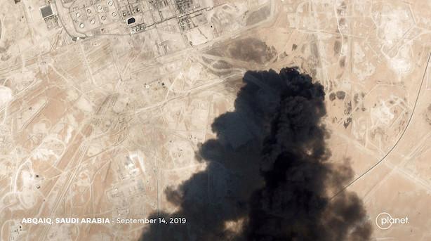 Investorer stormer ind i olie- industriaktier efter angreb