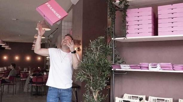 """Dansk restaurantkæde melder sig ind i pizzakrig: """"Ambitionerne er kommet, i takt med at vi siger nej til gæster"""""""