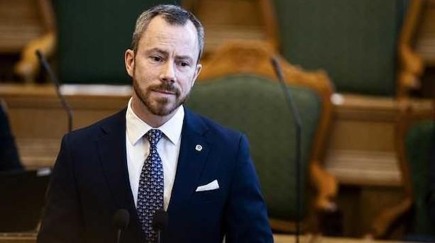 """Blå partier skoser Ellemanns første finanslovforslag: """"Tynd og uambitiøs"""""""