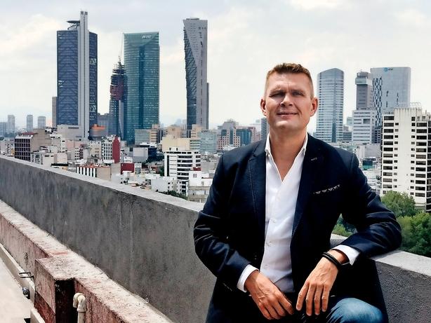 Dansker i mobilkrig med verdens rigeste telemand
