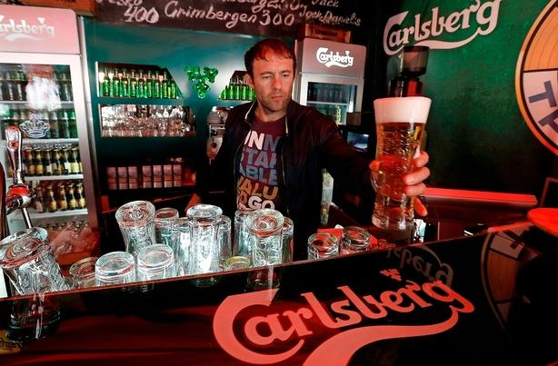"""Tror på snarlig Carlsberg-opjustering: """"Ølsalget er stærkt korreleret med sol og varme"""""""