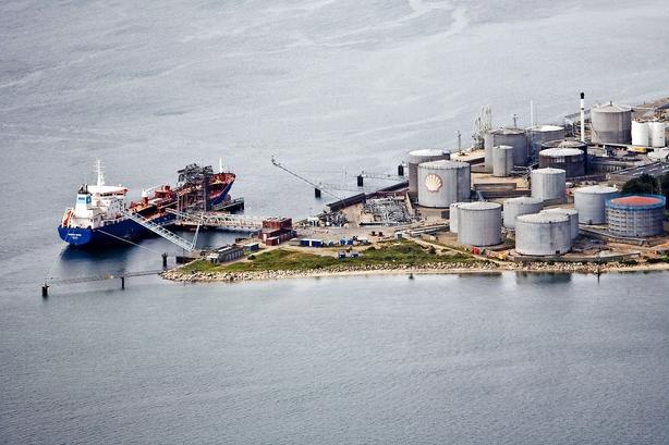 Jysk oliehandel med Shell trækker ud: Russisk rigmand spøger
