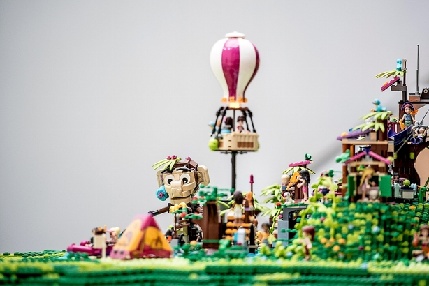 International nethandel presser Legos kamp mod kopierne