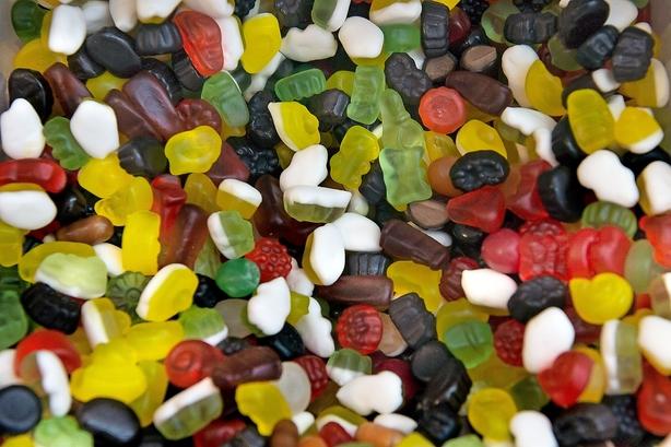 Debat: Høj afgift på søde sager er guf for den illegale handel