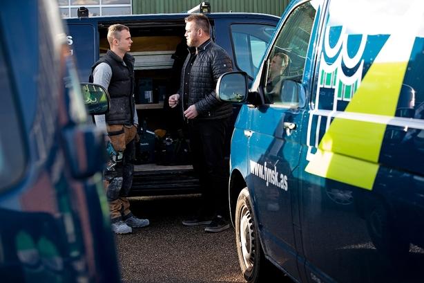 286.000 ejere af varebiler skal betale og bruge tid på omregistrering: Latterligt siger bygmester