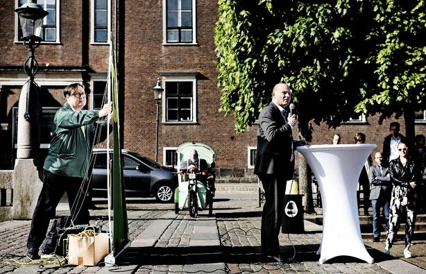 Søren Pape åbner for et dagpengehug