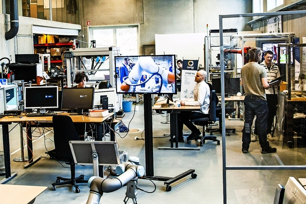 Nu flyver de første robotvirksomheder fra reden i Odense Robotics