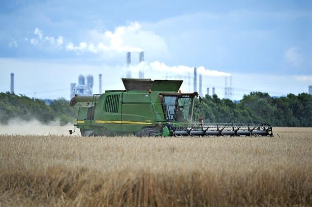 Bilkæmpe satser stort på landbrugsmaskiner