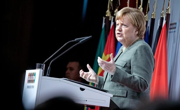 Angela Merkel holder fingrene fra kæmpe bankfusion
