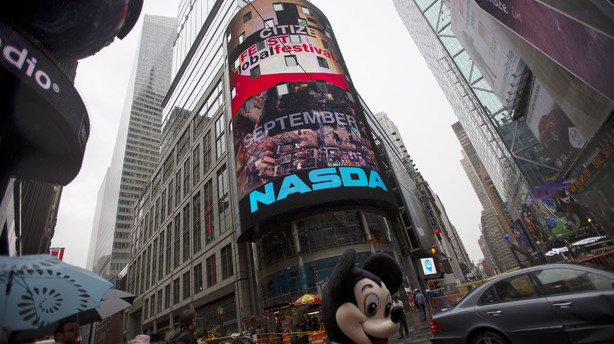 Kontanter rykker vildt på aktiekurser