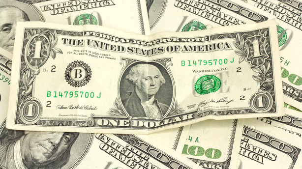 Sådan tjener du på den stigende dollar