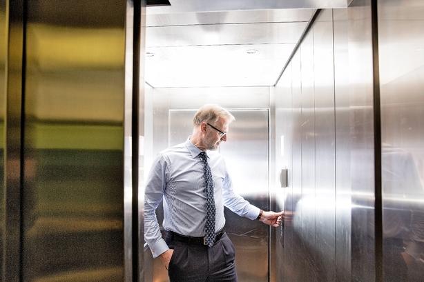 Anders Dams salg af aktier i Nordjyske Bank trækker ud
