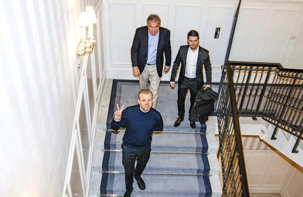 Casper Christensen og Lars Seier i hotelsats