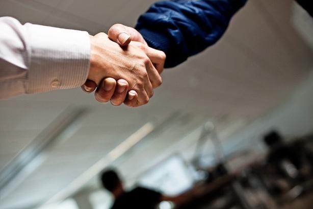 Debat: Ledelseskommissionen bør stille skarpt på mødekultur