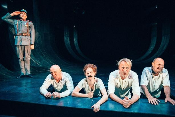 """""""Svejk"""" på Nørrebro er fremragende teater"""